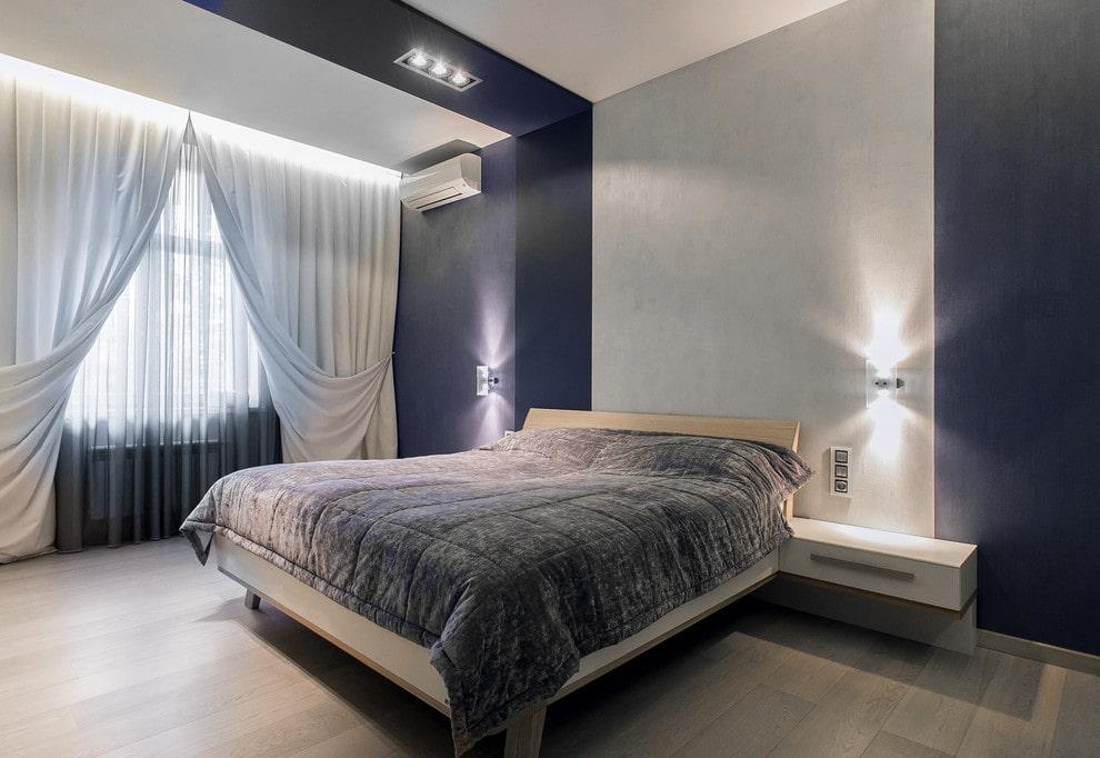 Комбинация серого и синего цветов в интерьере спальни