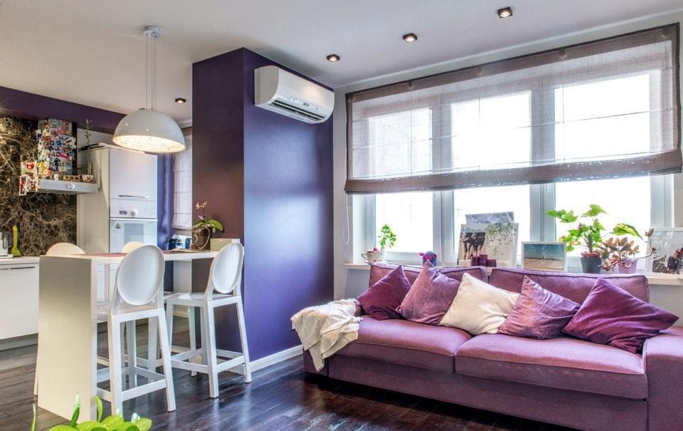 Раскладной диван с текстильной обивкой в кухне-гостиной