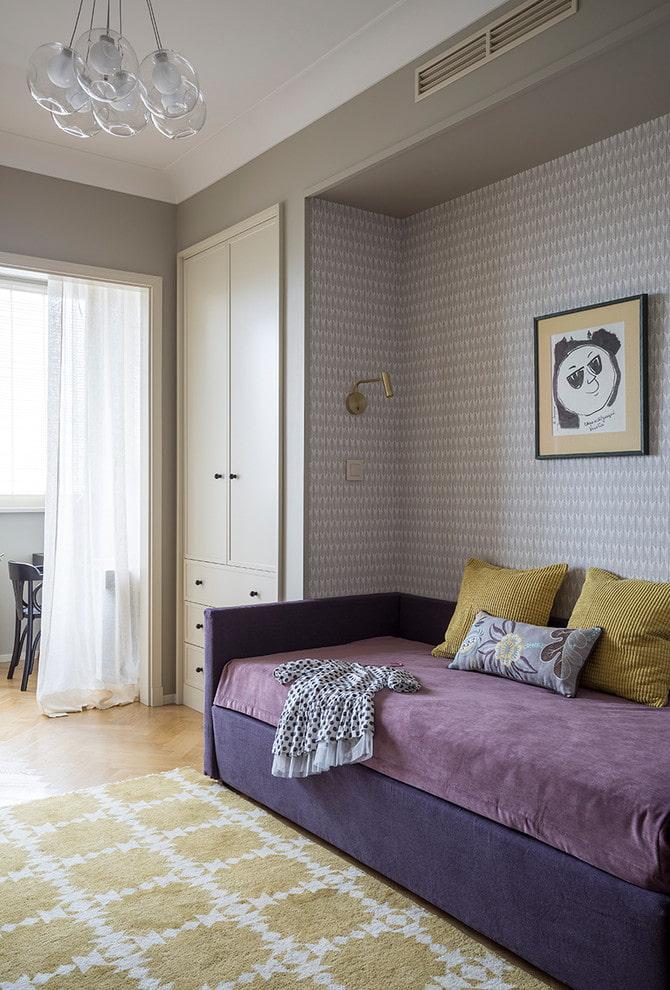 Сиреневая мебель в комнате мальчика