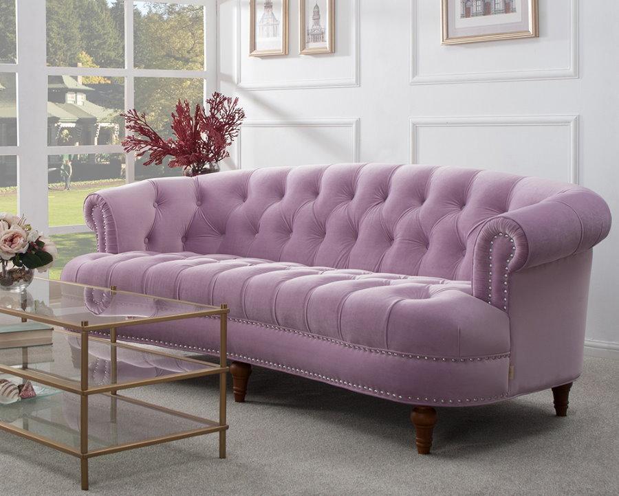 Нежно-сиреневый диван в стиле модерна