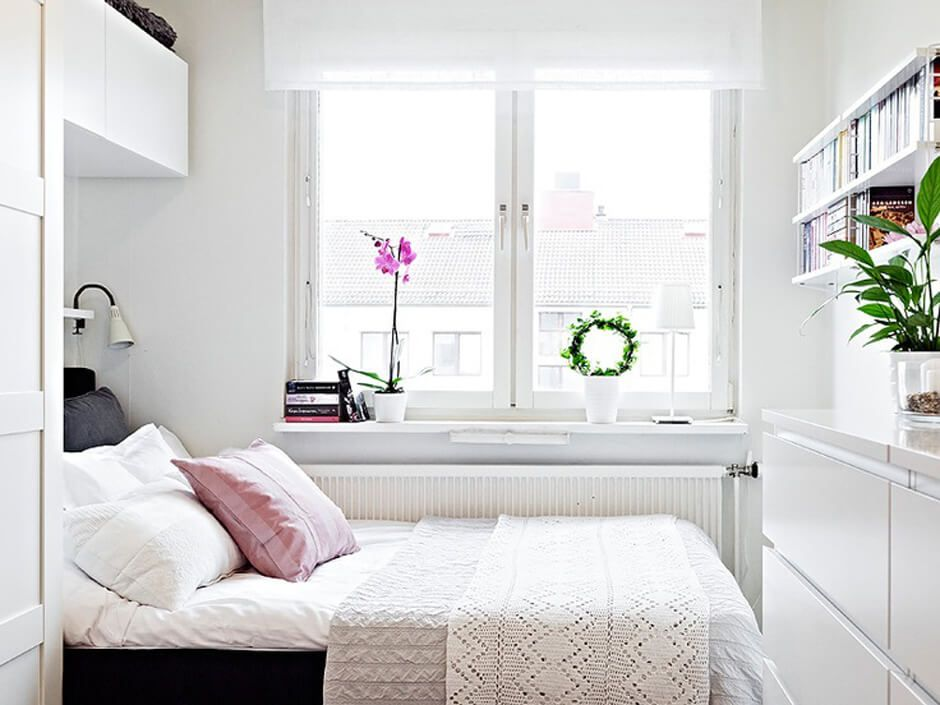 Белые стены в квадратной комнате 2 на 2 метра