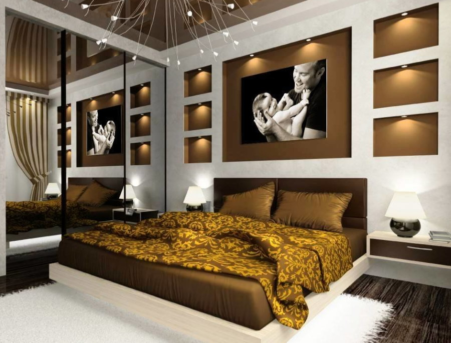 Настольные лампы по сторонам двухспальной кровати