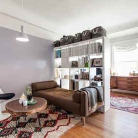 спальня в однокомнатной квартире с диваном фото идеи