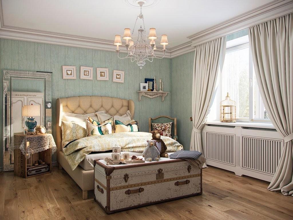 Старый сундук в спальне стиля прованс