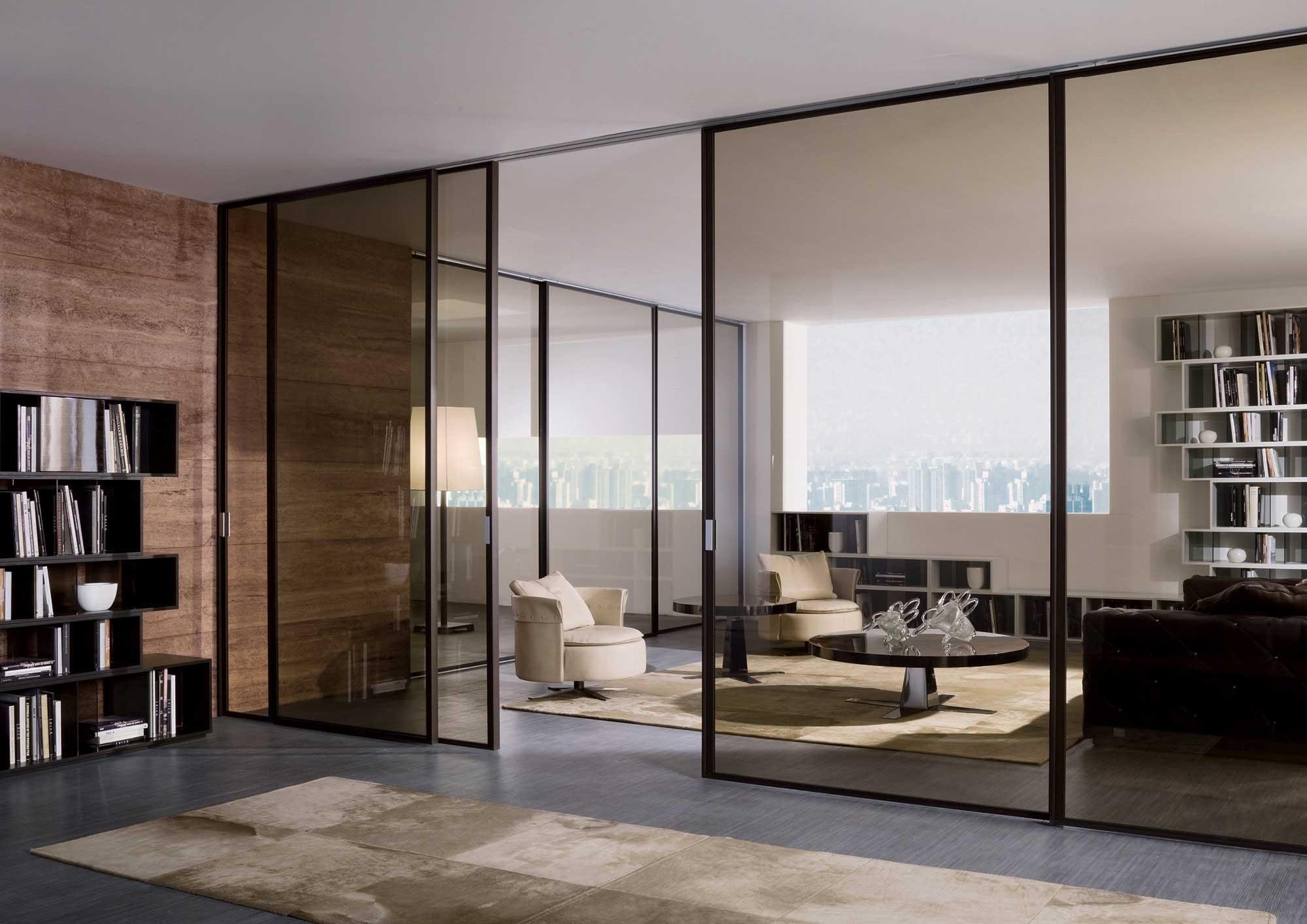 стеклянные двери в зал