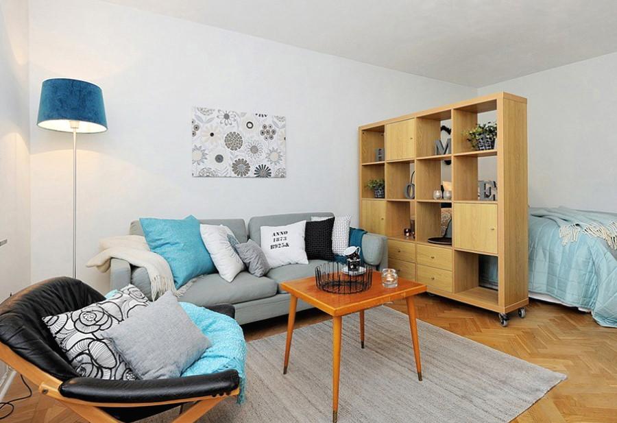 Мобильный стеллаж на колесиках в общей комнате