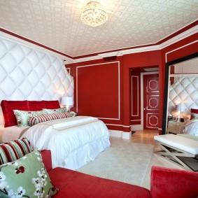 стена за кроватью в спальне идеи декора