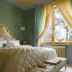стена за кроватью в спальне фото интерьер