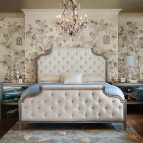 стена за кроватью в спальне обзор