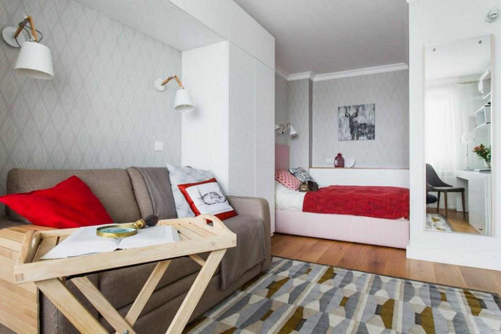Кровать и диван в одной гостиной комнате