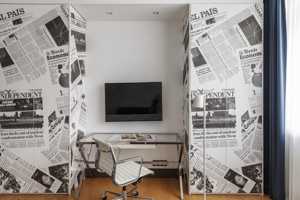 Офисный стул на металлическом каркасе