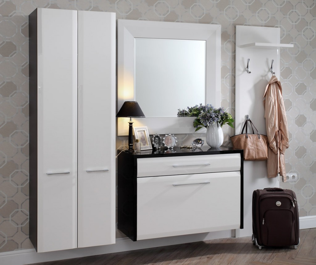 Белые фасады на модульной мебели