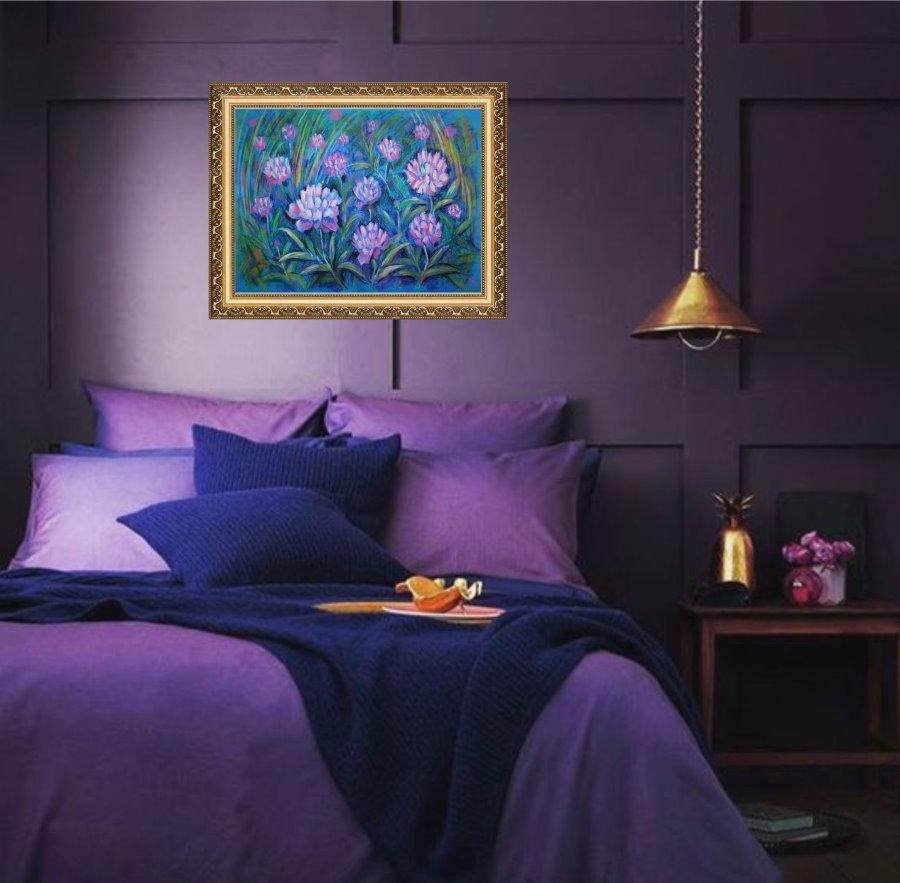 Декорирование спальной комнаты в темно-фиолетовых тонах