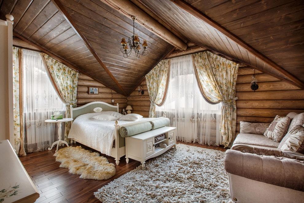 Меблировка спальни в деревянном доме