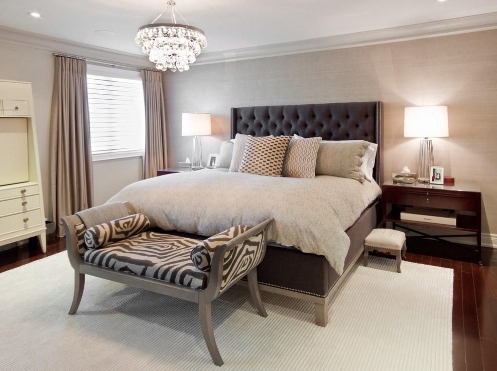 Уютная спальня с бежевыми стенами