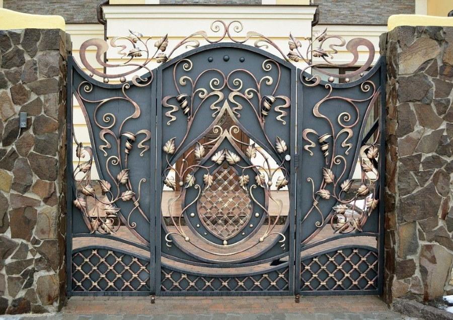 Красивые ворота из кованного металла