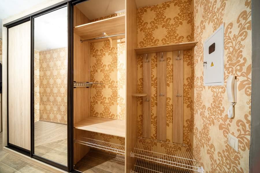 Встроенный гардероб в виде шкафа-купе