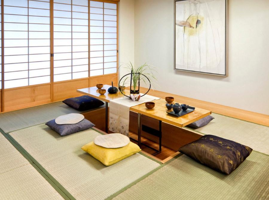Низкий обеденный стол в столовой японского стиля