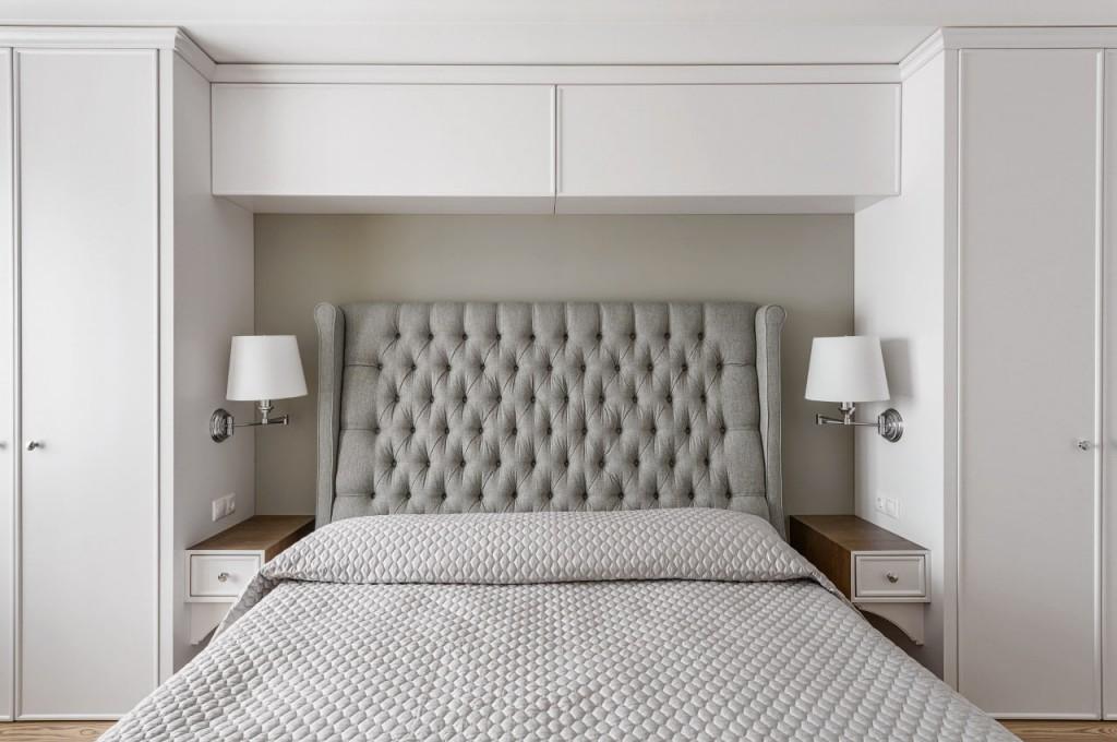 Встроенная полка закрытого типа над кроватью