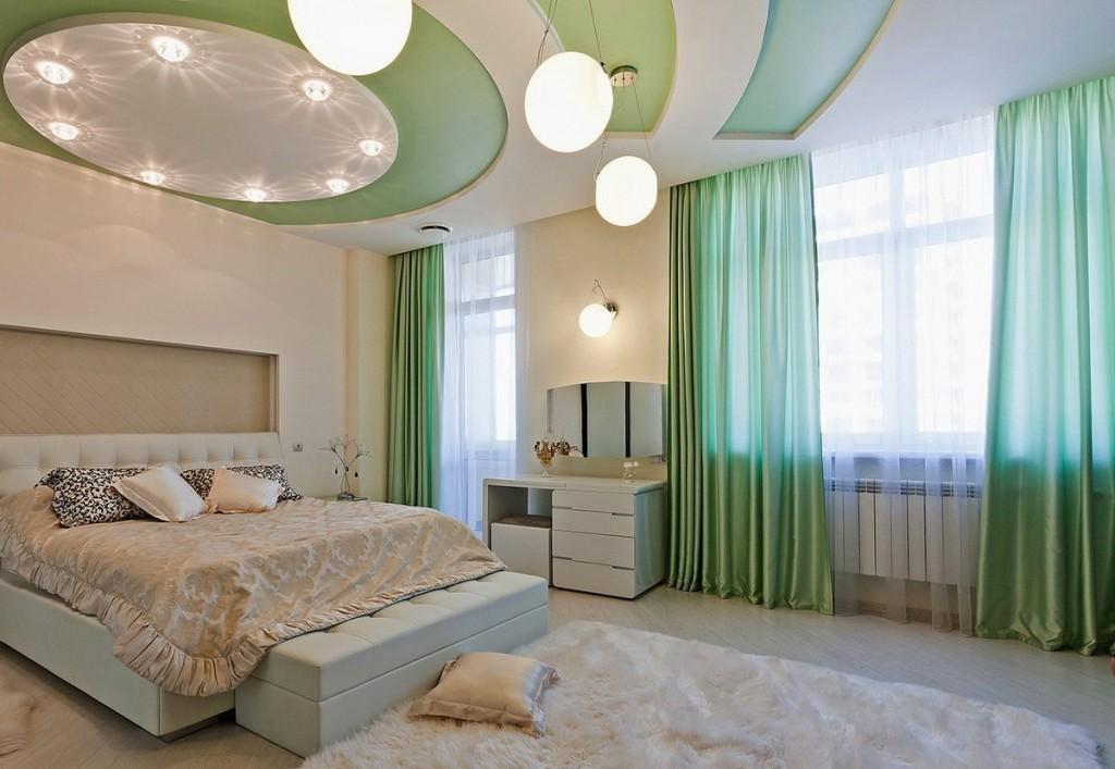 Зеленые вставки на гипсокартоном потолке