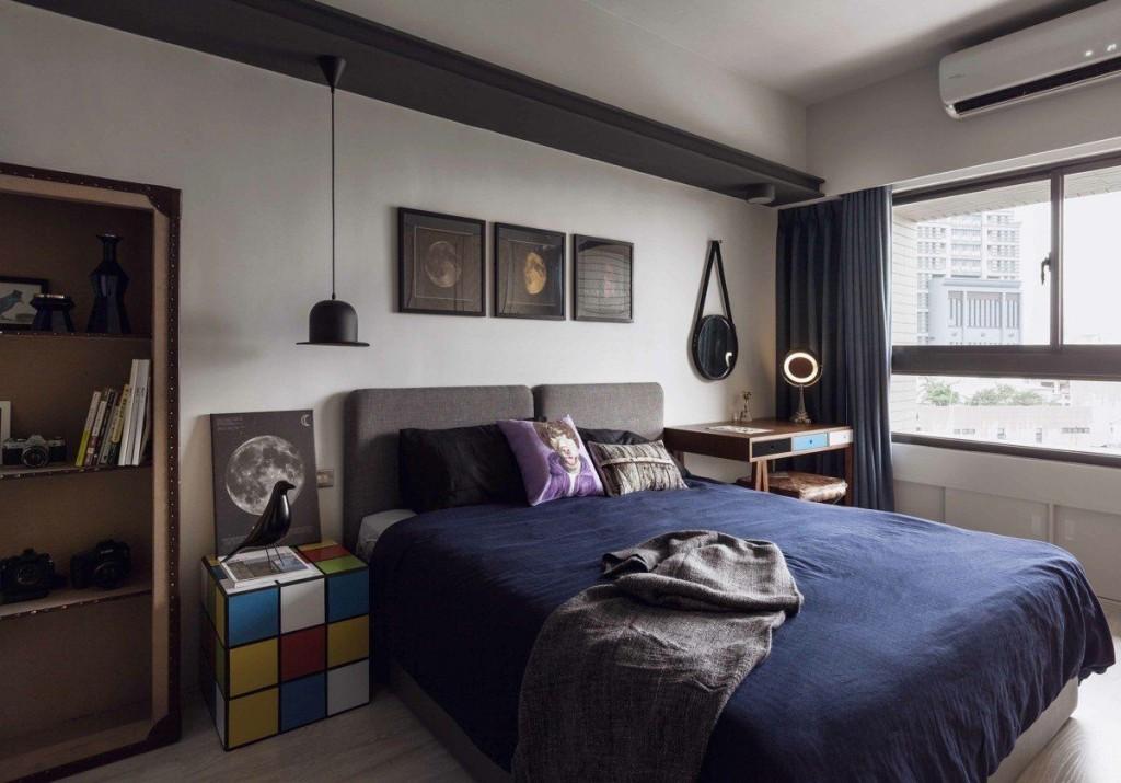 Тумба в виде кубика-рубика около кровати в спальне