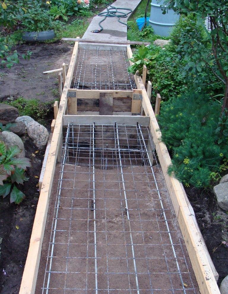 Армирование садовой дорожки металлической арматурой