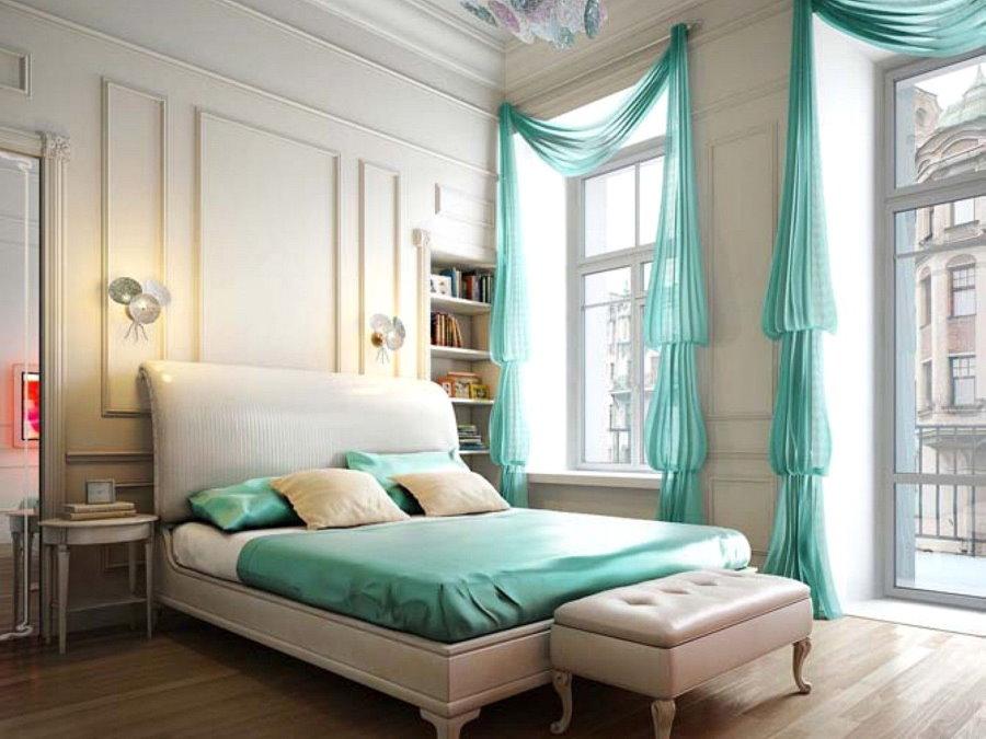 Бирюзовый цвет в интерьере просторной спальни