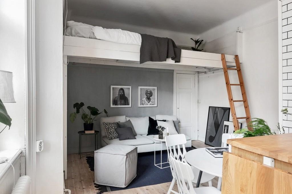 Кровать-чердак в квартире с высоким потолком