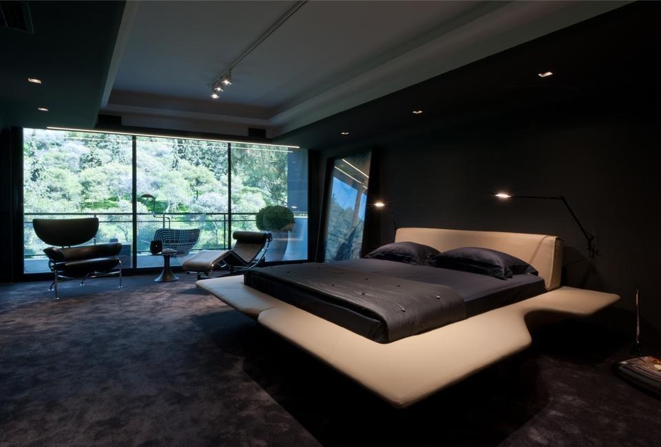 Освещение современной спальни в темных тонах