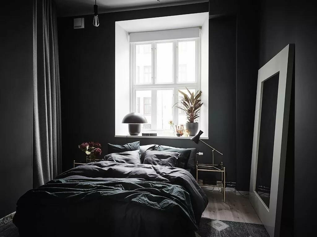Небольшая спальня в черных оттенках