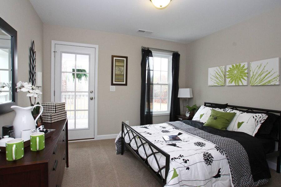 Модульные картины над кроватью для гостей