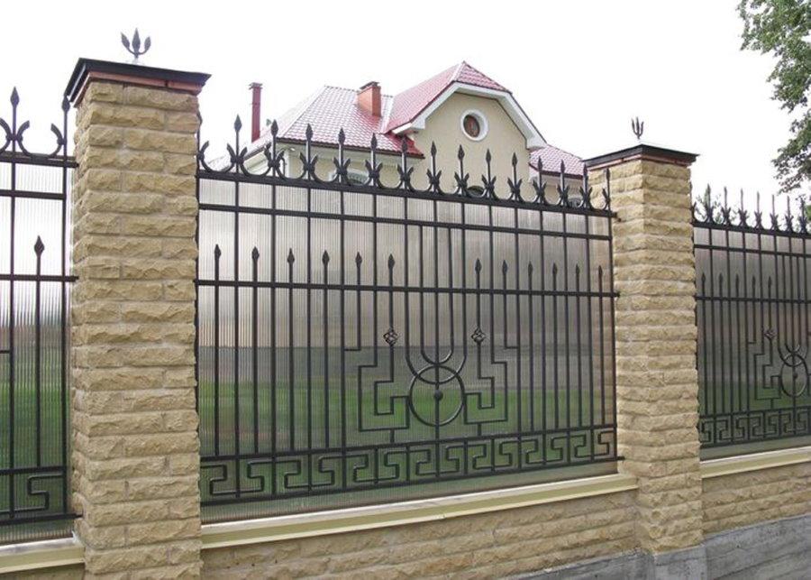 Садовый забор с холодной ковкой