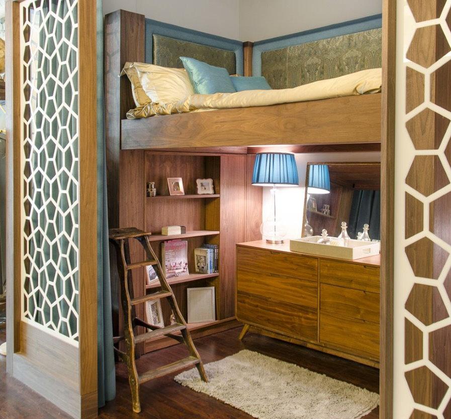 Кровать-чердак в нише однокомнатной квартиры
