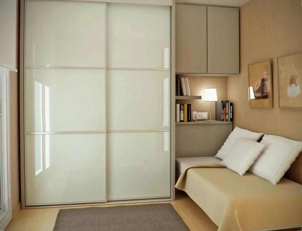 дизайн маленькой комнаты со шкафом