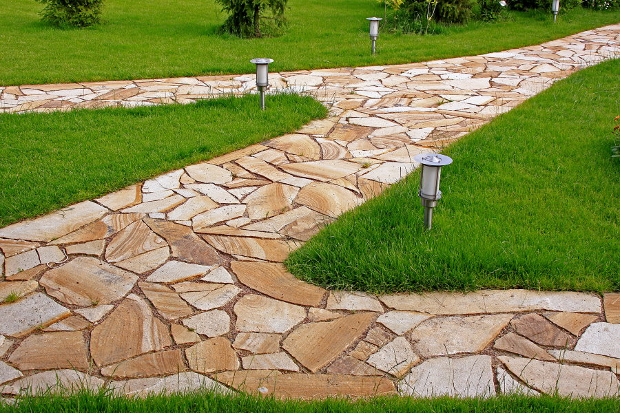 Садовые дорожки из плоского песчаника