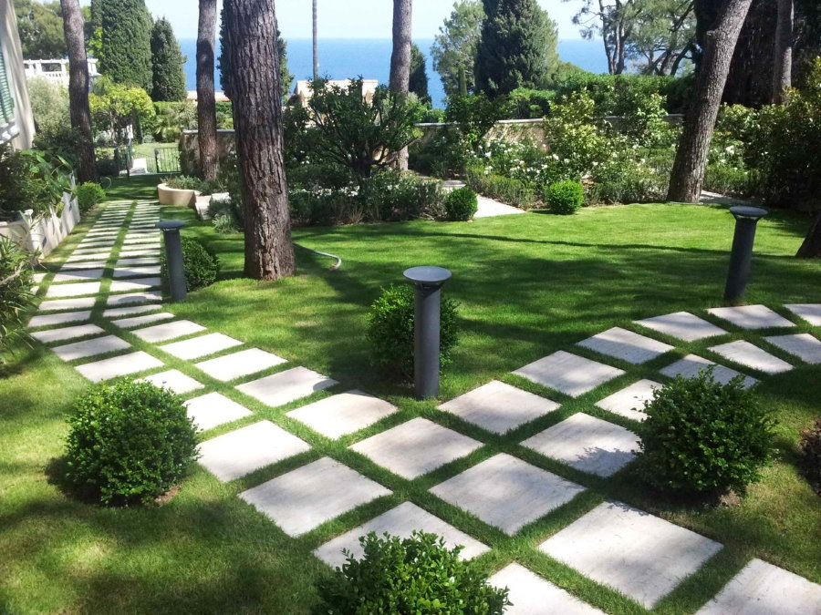 Садовые тропинки из бетонных плиток