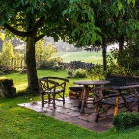 Садовая мебель из веток деревьев