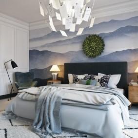 Оригинальный светильник на кроватью в спальне
