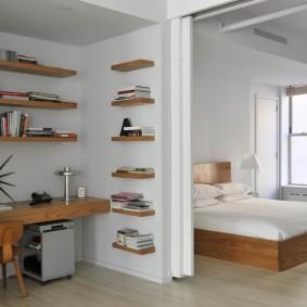 Консольный стол в спальне с кабинетом
