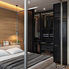 Встроенный шкаф в качестве гардероба в спальне