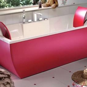 Прямоугольная ванна с удобными подголовниками
