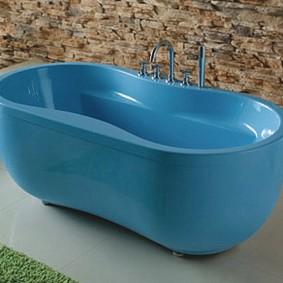 Голубая ванна с закругленными краями