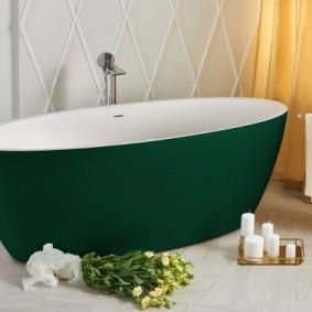 Зеленая ванна овальной формы