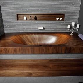 Встроенная ванна из массива дерева