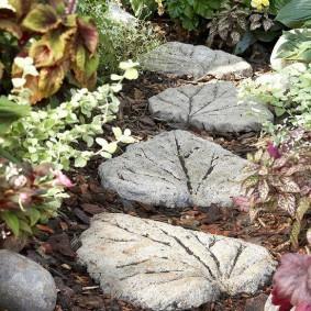 Бетонная плитка в форме листьев