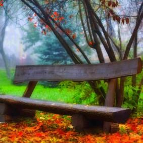 Простая скамейка из толстого дерева