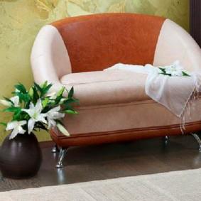 Компактный диванчик для маленькой прихожей