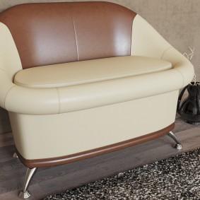 Компактный диванчик с плавными обводами