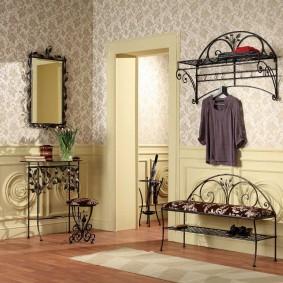 Мебель с ковкой для прихожей комнаты