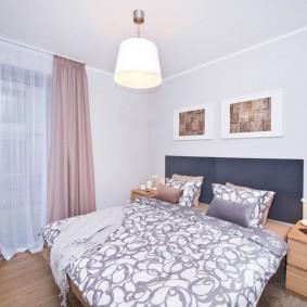 Пример отделки спальной комнаты в светлых тонах